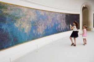 Monet's water lilies at the Musée de l'Orangerie, Paris
